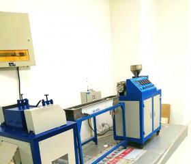 小型螺杆挤出机水槽切粒机生产车间